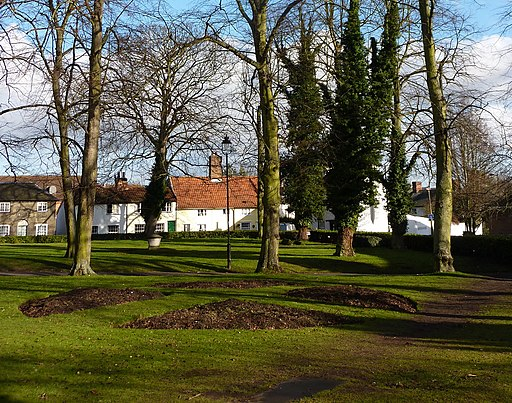 Churchyard at Stowmarket - geograph.org.uk - 1702141