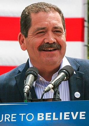 """Jesús """"Chuy"""" García - García at a Bernie Sanders campaign rally in Los Angeles, May 2016"""
