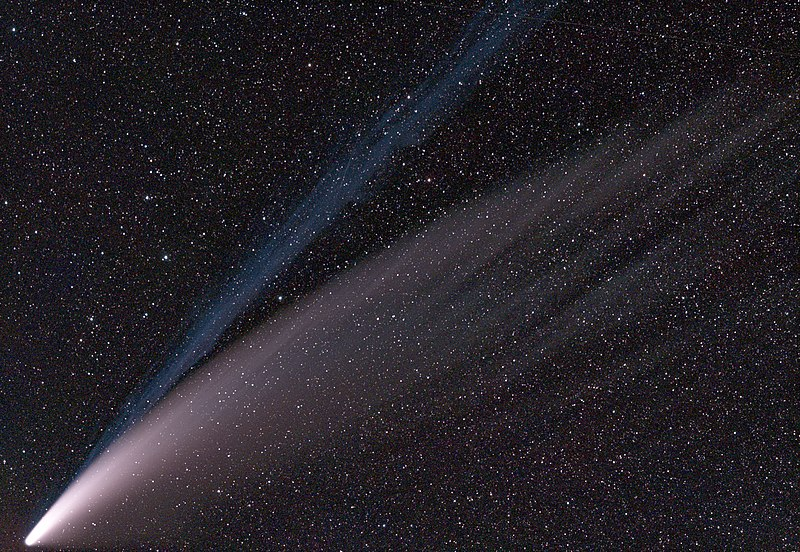 File:Comet 2020 F3 (NEOWISE) on Jul 14 2020 aligned to stars.jpg ...