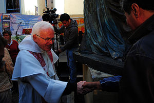 Pax (liturgy) - Mexican bishop Raúl Vera giving the Pax salutation.