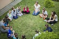 Członkowie Fundacji Ważka podczas warsztatów z dziećmi.jpg