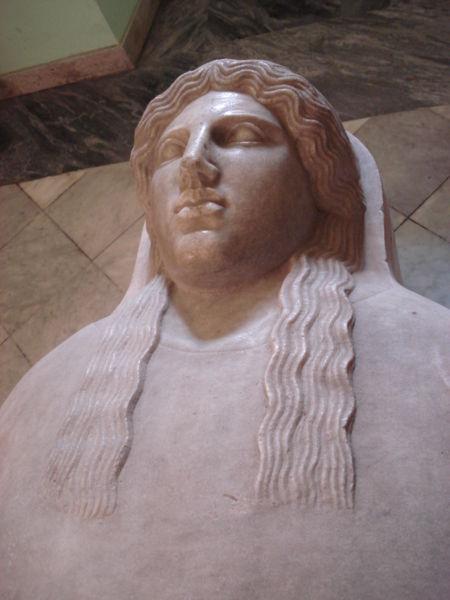 Fichier:DSC00089 - Sarcofago fenicio del sec. V a.C. - da Palermo - Foto G. Dall'Orto.jpg