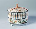Dekselpot in de vorm van een krekelkooi-Rijksmuseum AK-NM-6355-B.jpeg