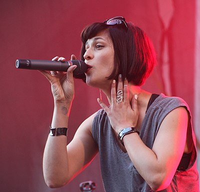 Picture of a band or musician: Dessa