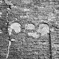 Detail van het pleisterwerk op de west-gevel - Wierum - 20255791 - RCE.jpg