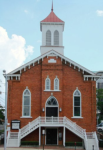 Dexter Avenue Baptist Church, first church of the Rev. Dr. Martin Luther King Jr. when he began his work as a national civil rights activist, in 1955 with the Montgomery Bus Boycott in Montgomery Dexter Avenue Baptist.jpg
