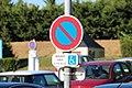 Différences entre la mention au sol et le panneau sur le parking du Carrefour Market de Gometz-la-Ville le 4 septembre 2013 - 3.jpg