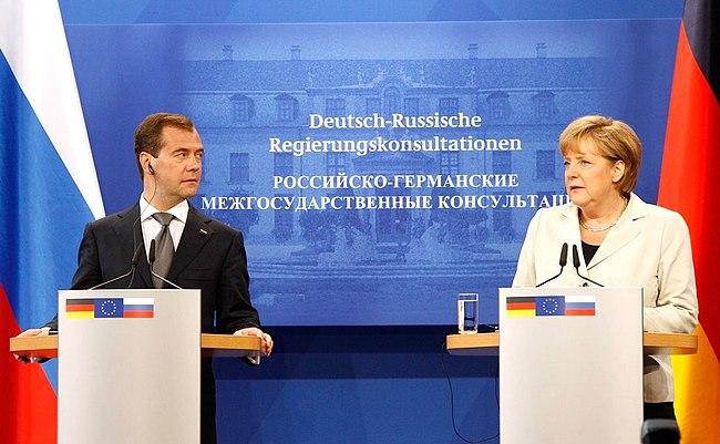 Dmitry Medvedev in Germany, July 2011-19.jpeg