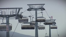 Datei:Doppelmayr detachable chairlifts 2010.webm