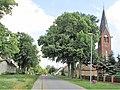 Dorfkirche und Strasse Glambeck.jpg