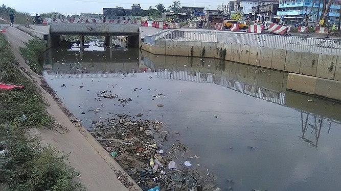 Drainage des eaux à Douala.jpg