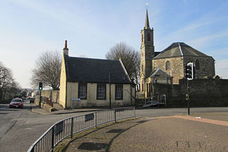 Dreghorn - Townfoot (B7081) crossroads, old Post office and Parish Church