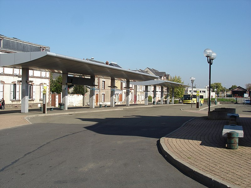 Dreux (28): La gare routière.