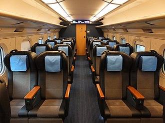 Komachi (train) - Image: E6 Green Car 2