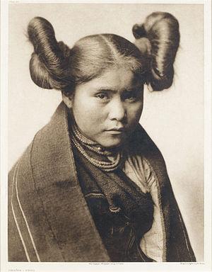 Deutsch: Mädchen der Tewa, Edward Curtis, 1922...