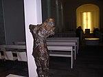 Ein Ort des Gedenkens an die Heilige Edith Stein. Gestaltet von Peter Marggraf. Blick in die Kirche St. Michael.jpg