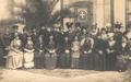 Elementos da Cruzada das Mulheres Portuguesas e o seu estandarte.png