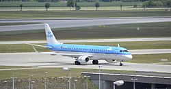 Embraer 190 (KLM cityhopper) at Munich airport.jpg