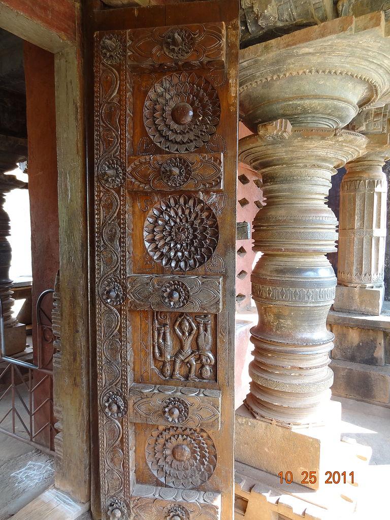 File entrance wooden door carving at banavasi temple g
