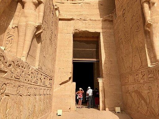 Entryway, The Great Temple of Ramses II, Abu Simbel, AG, EGY (48017113536)
