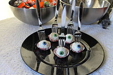 Halloween cake pops with the appearance of eyeballs
