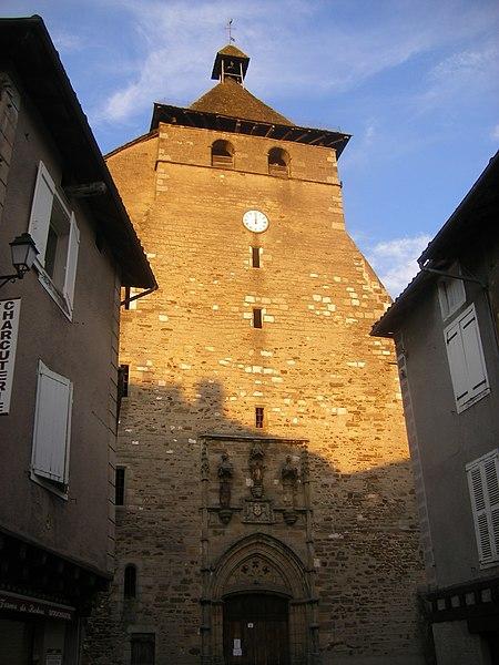 Villes et villages de charme du Cantal 450px-FR-15-Maurs2