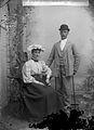 Far och mor ... Tullinge? 1916? Ateljéporträtt av ett par - Nordiska Museet - NMA.0057427.jpg