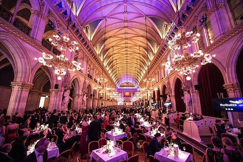 File:Festsaal im Wiener Rathaus beim 6. Wissenschaftsball 2019.jpg