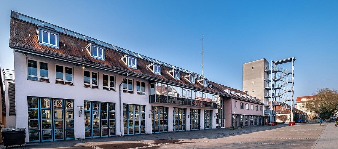 Feuerwache der Feuerwehr Tübingen Abteilung Stadtmitte gesehen vom Kelternplatz aus 2019.jpg