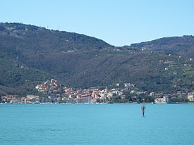 Fezzano from the gulf of La Spezia March 2013 01.JPG