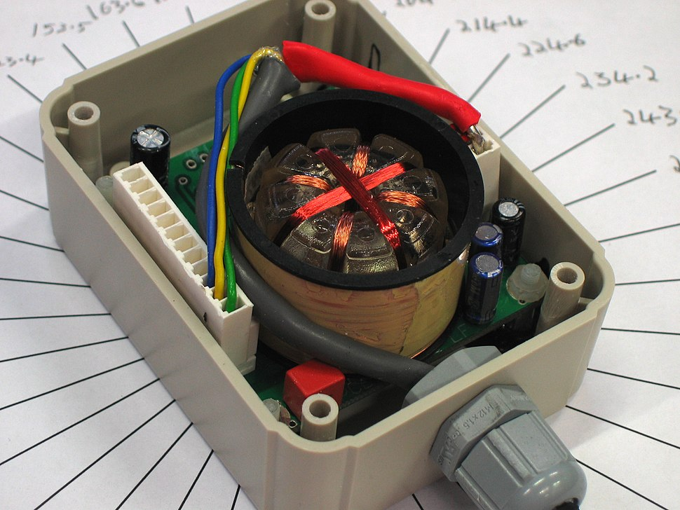 Floating core fluxgate inclinometer compass autonnic