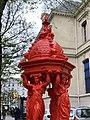 Fontaine Wallace Rouge Rue Belgrand Paris 2.jpg