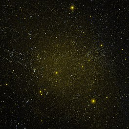 Die Fornax-dwergsterrestelsel, of PGC 10074 / 10093. Bron: Nasa / GALEX / SKY-MAP.ORG