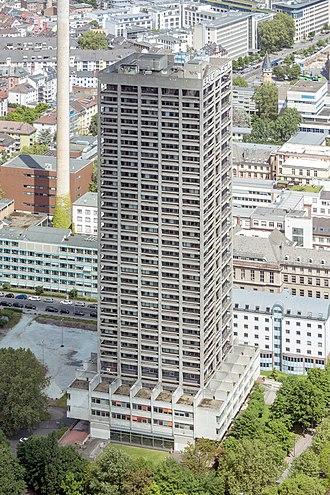 AfE-Turm - Image: Frankfurt Am Main Af E Turm Ansicht vom Messeturm 20130525