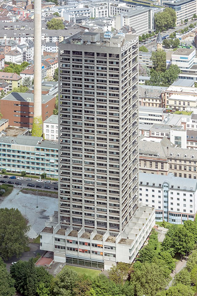 http://upload.wikimedia.org/wikipedia/commons/thumb/b/ba/Frankfurt_Am_Main-AfE-Turm-Ansicht_vom_Messeturm-20130525.jpg/640px-Frankfurt_Am_Main-AfE-Turm-Ansicht_vom_Messeturm-20130525.jpg
