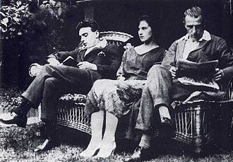 Edith Thompson and Frederick Bywaters - Frederick Bywaters (left), Edith Thompson and Percy Thompson in July 1921