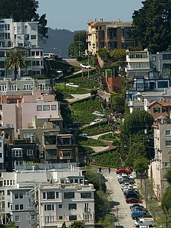 Full view of crooked Lombard Street, SF (Feb 2006).jpg