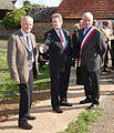Gérard Huet à droite,ceint de son écharpe de Maire.jpg