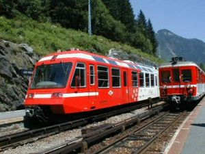 Saint-Gervais–Vallorcine railway - A Z 600 trainset (to the right), and a Z 800 one (to the left), at the Houches station in summer 2001.