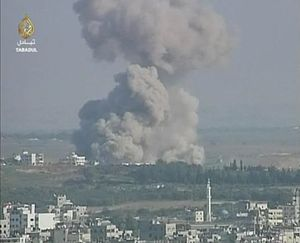 English: An Israeli strike caused a huge explo...