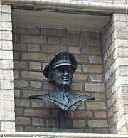 Bust outside the Corn Exchange in Bedford, where Miller played in World War II.