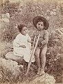 Gloeden, Wilhelm von (1856-1931) - n. 0892 - Bimbo con stampella - Deponirt 1 Aug 1900.jpg