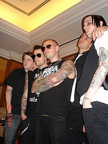 Zleva: Paul Thomas, Joel Madden, Benji Madden, Dean Butterworth a Billy Martin.
