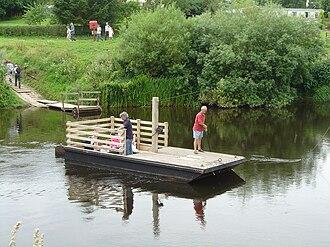 Hampton Loade - Image: Hampton Loade Ferry 2004 07 24