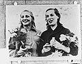 Hannie Termeulen (links), zilver op de 100 m vrije slag bij de Olympische Spelen, Bestanddeelnr 905-2433.jpg