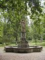 Hannover Friedhof Lindener Berg Brunnen (Karl Gundelach) 2006 by-RaBoe.jpg
