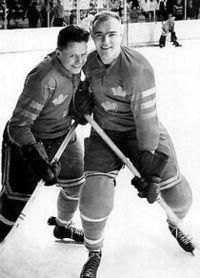 Hans Mild (til højre) ved VM i ishockey 1961, tilsammen med kammeraten Gösta=`Knivsta