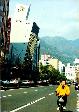 Great Hanshin earthquake - Immediately before the collapse of the Kashiwai building