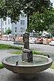 Hedwig Haller-Braus Kniendes Mädchen Brunnen 1946.JPG