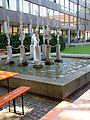 Heidelberg Marstall Mensa Innenhof mit Springbrunnen IMG 0148.jpg